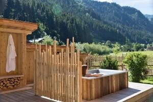 Gewinnspiel Feriendorf Holzleb'n im Salzburger Land Badewanne