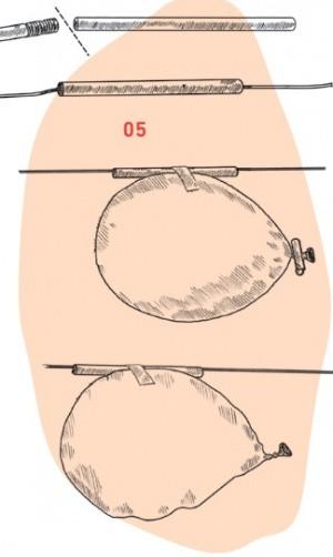 Ballon ist an Trinkhalm befestigt