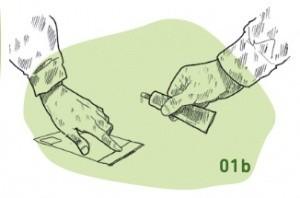 Pappe wird auf Postkarte geklebt