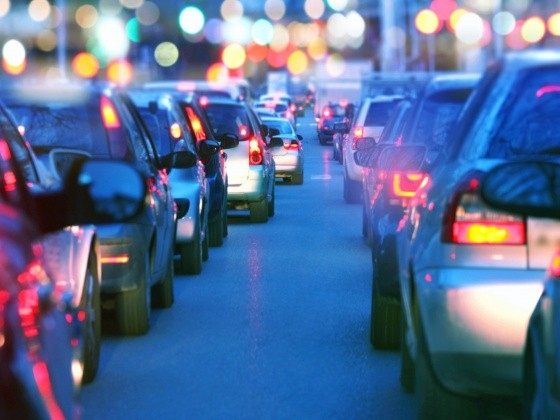 Autos stehen im Stau