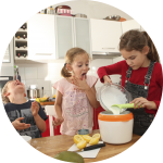 Kinder machen Eis