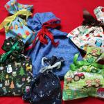Bunte selbstgenähte Geschenkbeutel aus Stoff