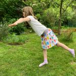Mädchen hält Gleichgewicht