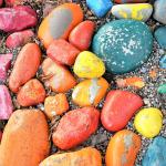 Bunte Steine mit Verwitterung