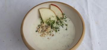 Diese Salat-Sauce mögen auch Kinder: Apfel-Joghurt-Dressing mit Walnüssen