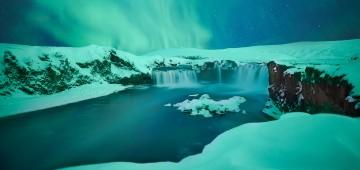 Goðafoss / Wasserfall in Island im Polarlicht