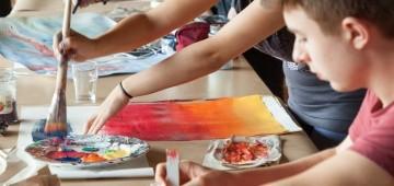 Wettbewerb jugend creativ: Jugendliche malen