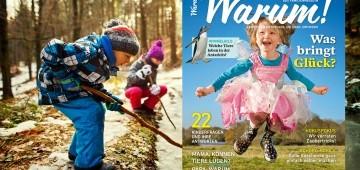Kinder spielen mit Stöcken im Schnee