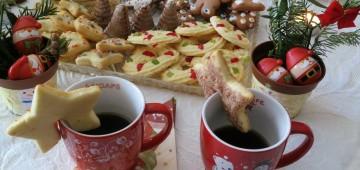 Gedeckter Kaffeetisch Weihnachten