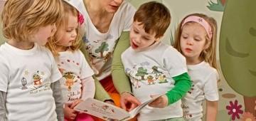 Kinder mit Patu-Sachen